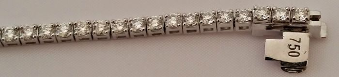 Tennis bracelet in 18 kt white gold with diamonds, 3.40 ct, total weight: 9.37 g- length: 19 cm