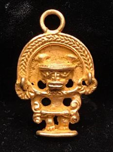 Tumbaga Gold , Colombian Tairona - 28 x 19 x 3 mm , 3,3 grams, A pendant of a Schaman Chief