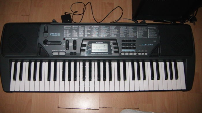 2 Keyboards Casio CTK-700 and Bontempi in box