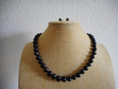 Set of 14K pearl necklace and earrings - Length 18 inch of cultured black Tahitian and Akoya pearls