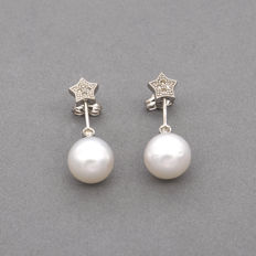 750/1,000 (18 kt) white gold - Earrings with star motif - Brilliant-cut diamonds - Australian South Sea pearls - Earring height: 28.00 mm