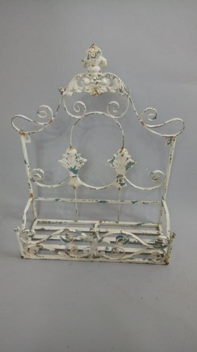 Vintage wrought iron wall planter/jardiniere