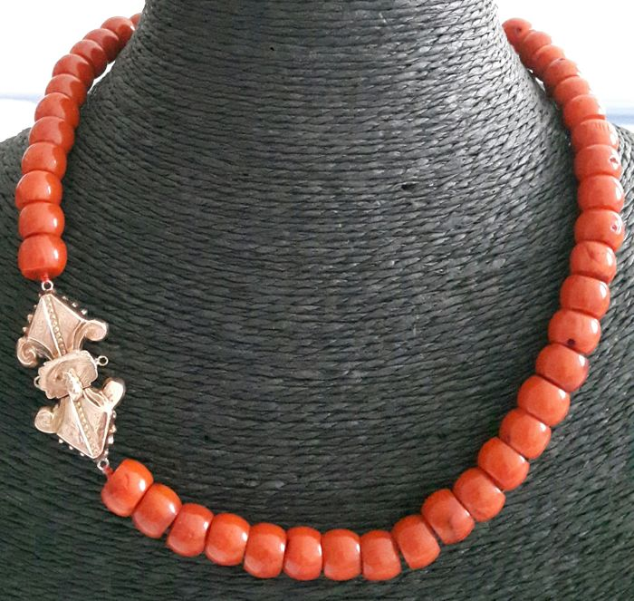 Necklace made of Coral with Gold clasp from 1884