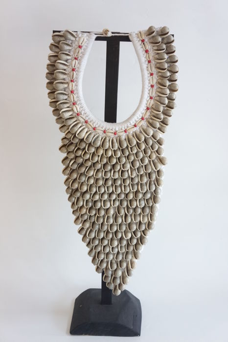 Long Necklace made with seashell  , stand unfurnished - TOLAI - Papua New Guinea