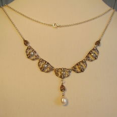Necklace with marcasites and white pearl