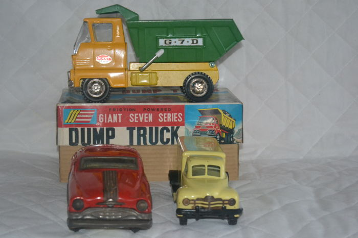 "Meiho, Japan/Gama, US Zone Germany/India - L. 20 - 25 cm - Red Cross ambulance, ""Dump Truck"" and Pontiac, tin toys, 1950s/80s"