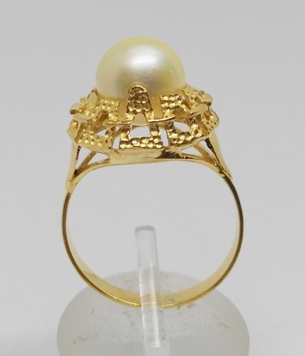18 kt yellow gold ring – Cultured pearl – Inner size: 16.5 mm