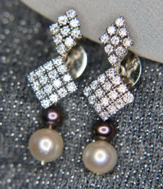 White gold earrings with 50 brilliant cut diamonds, 2 ct, Top Wesselton/VVS and Sea/Salt water and Tahiti pearls. Excellent condition.