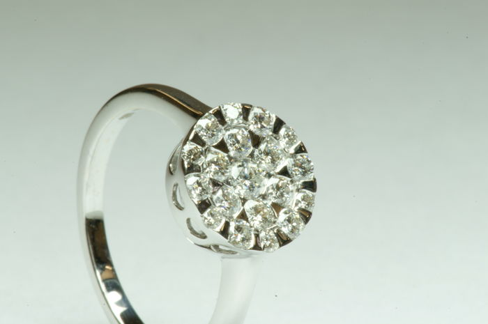Diamond, 18 kt gold ring, 19 brilliants of approx. 0.50 ct, H, I/VS, centre stone SI1 - size 17