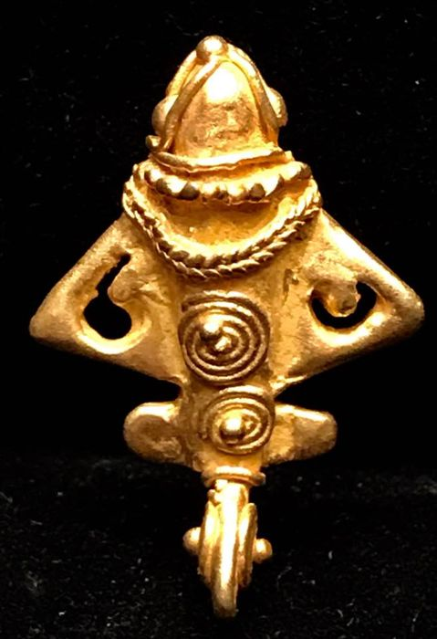 A rare Tumbaga Gold , zoomorphic , Colombian Tairona - 28 x 21 x 5 mm , 5,5  grams, A pendant of a Flying fish