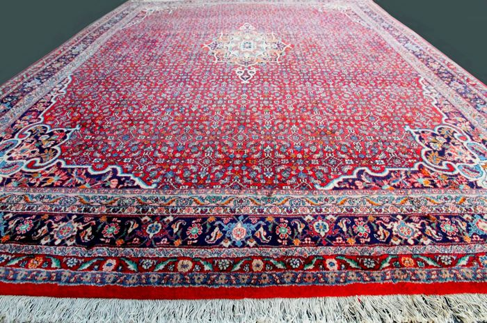Gorgeous and genuine Persian BIDJAR from Iran, 357 x 253 cm, semi-antique, more than 60 years old, in excellent condition, private collection with certificate.