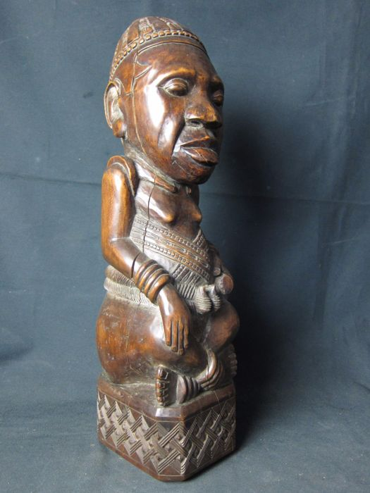 Large seated Ndop king - KUBA - D.R Congo