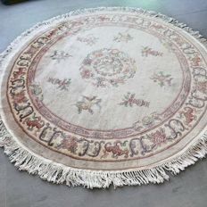 Gorgeous, light, round, Chinese Ambusson rug – 185 – with certificate