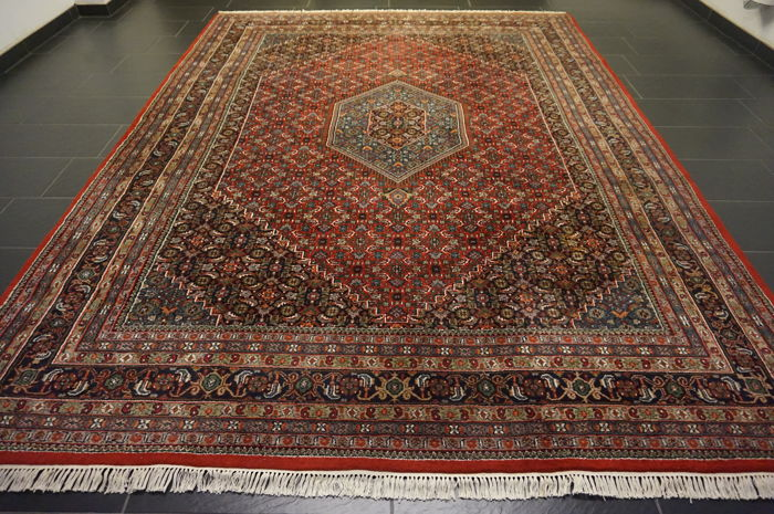 Magnificent hand-knotted oriental carpet, Indo Bidjar Herati with medallion, 250 x 340cm, made in India