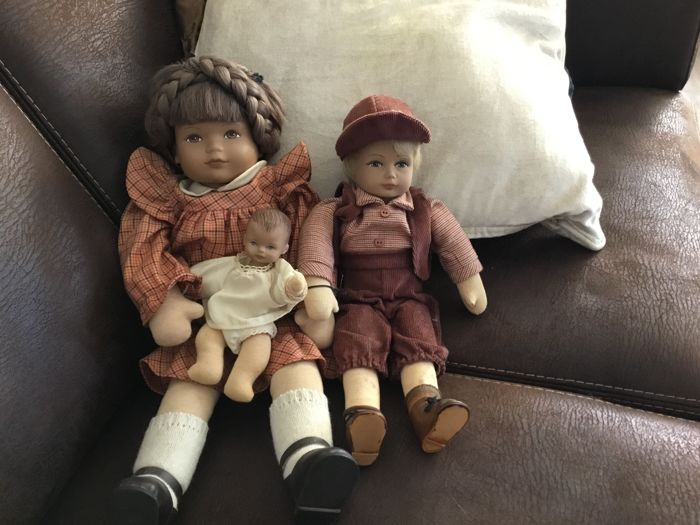 3 Heidi Ott dolls, including girl with baby and boy Ursli - Switzerland
