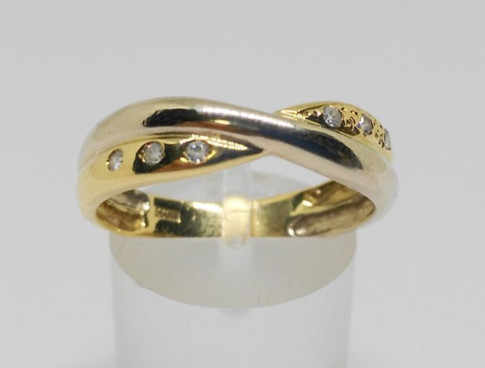 Intertwined 18 kt white and yellow gold ring