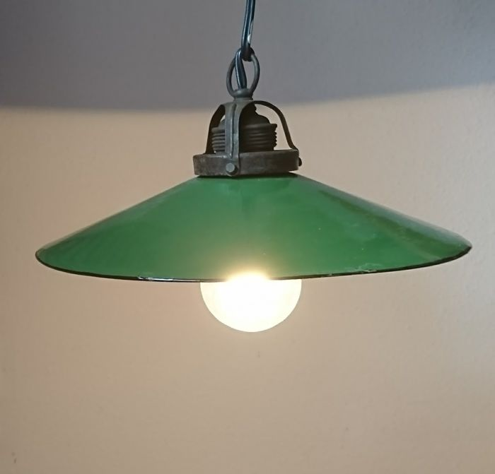 Vintage, industrial lamp. Enamelled both on the inside and outside.