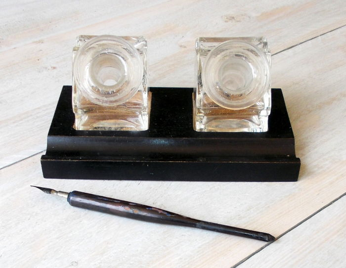 Antique writing desk writing set-black wood-polished kristallglazen ink jars – pen holder – Bauhaus era