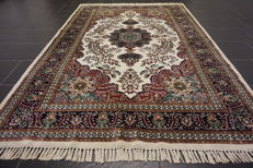 Beautiful handwoven oriental carpet, Paki Qom with silk 80 x 140cm, cork wool, made in Pakistan