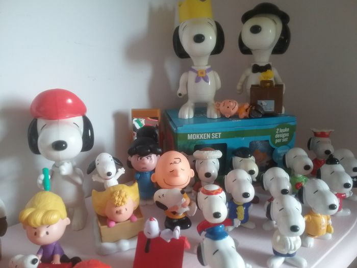 Snoopy, Peanuts figurines and collectibles