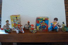 Several brands / countries - Lot with 6 pieces of tin toys / plastic. Toys with clockwork motor, 1980s/90s