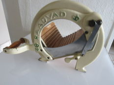 Vintage RAADVAD Cutter / Bread Slicer Danish Design Vegetable Fruit Cutting Board Guillotine Slicer Blade in wood and cast iron weiss/ beige