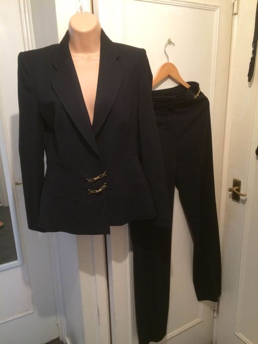 Escada - black trousers suit