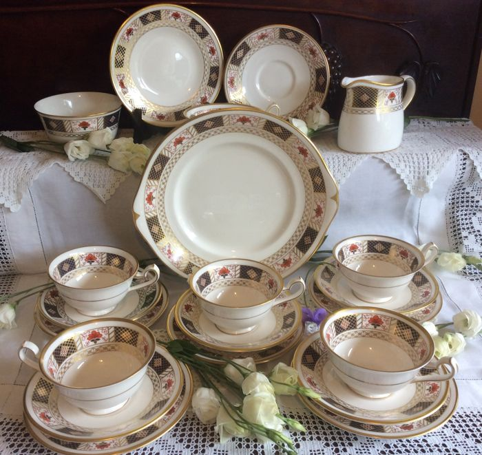21 items Royal Crown Derby China England ''Derby border'' design tea set