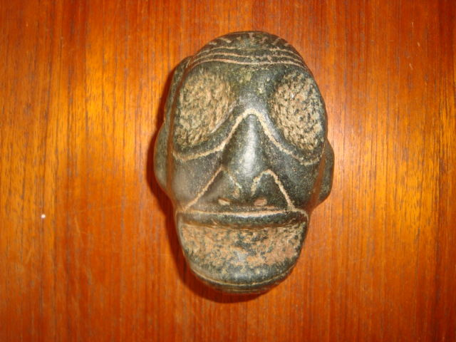 Taino Greater Antilles - Macorix head - anthropomorphic sculpture -carved, chiselled and polished black hard stone - height: 40 mm, length: 100 mm, width: 70 mm, weight: 500 g
