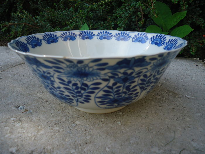 Large bowl - China - 19th century