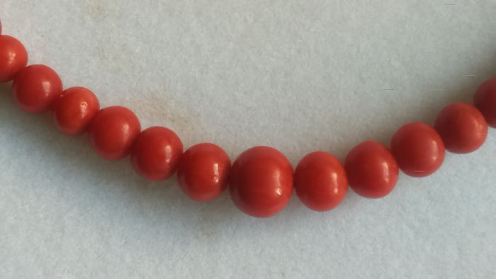 Coral necklace with 333 yellow gold clasp