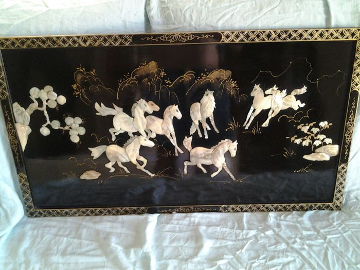Panel in varnished wood with herd of horses made from mother of pearl – China – Second half of 20th century