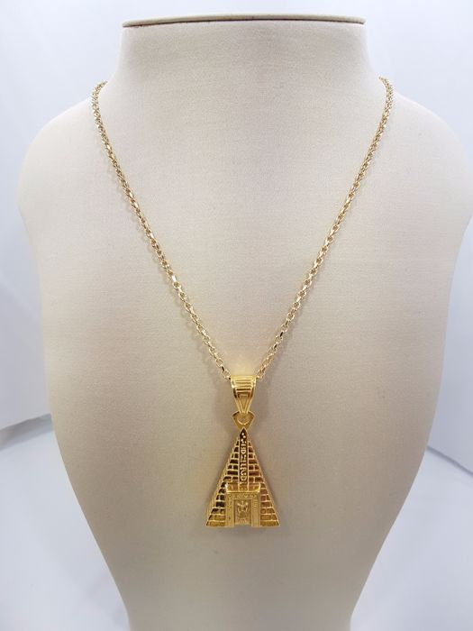 18ct Yellow Gold Egyptian Pyramid Pendant
