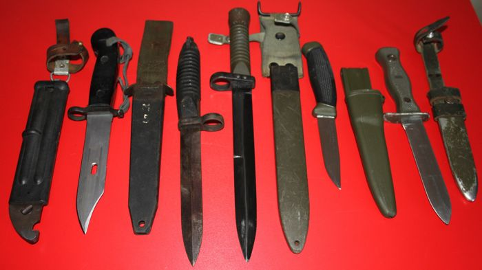 Lot of 5 different bayonets/knives Russia, Germany, Spain, Sweden, complete with sheaths in good condition, no reserve price