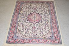Excellent oriental Tabriz carpet – 20th century – 140 x 88 cm – With certificate of authenticity