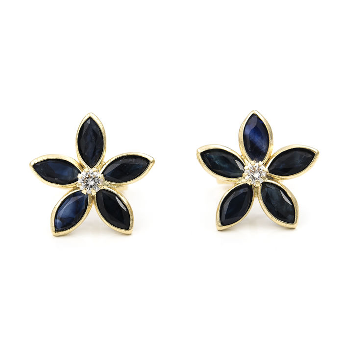 18 kt (750‰) yellow gold – Earrings – Diamonds totalling 0.06 ct – Sapphires totalling 2 ct –  Diameter: 11.40 mm