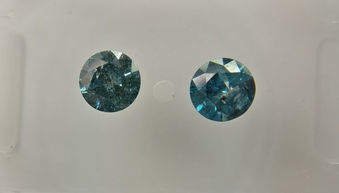 Lot of 2 Round cut diamonds total 0.57 ct Fancy Vivid / Deep Greenish Blue I2