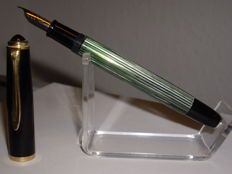 Vintage Pelikan 400NN piston filler fountain pen 14 carat 585 gold Km nib