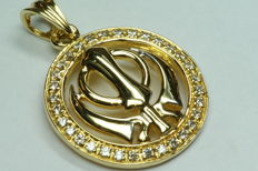 18 kt gold pendant; diameter: 22 mm