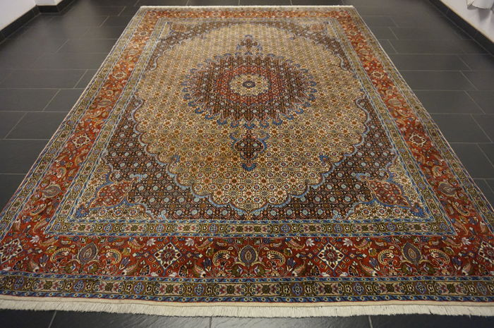 Beautiful hand-knotted Persian carpet – Moud with silk – 245 x 345 cm – made in Iran – medallion carpet