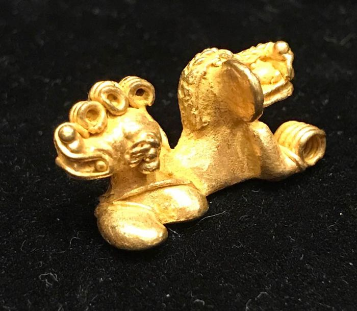A little Tumbaga Gold , artifact , Colombian Tairona - 25 x 13 x 4 mm , 6,3  grams, A pendant of a Bicephalous jaguar