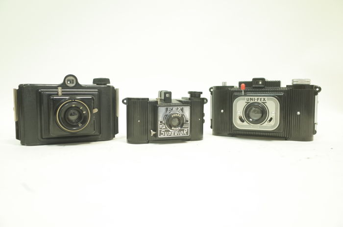 Lot of 3 Bakelite cameras