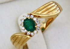18 kt gold ring with central Emerald and diamond entourage - 60 (EU)