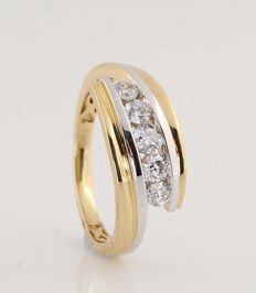 18 18 kt white and yellow gold diamond ring 0.56 ct / 4.3 g / G-H VS1-SI1 / 57 / 'New'