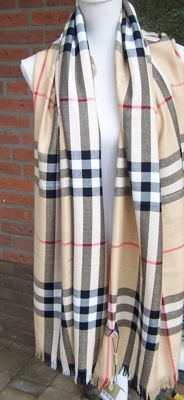 Beautiful, original Burberry scarf - mint condition