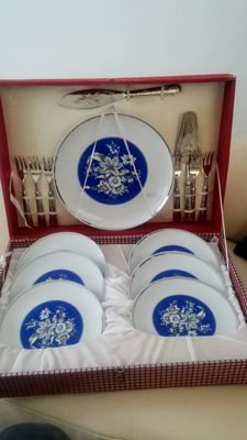 La S Marco porcelain tableware, silver plated fish cutlery for 6 people.