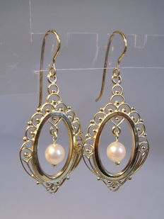 Antique Victorian earrings 14 kt yellow gold with genuine salt water pearls