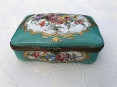 A Sèvres style porcelain lidded box - France - circa 1900