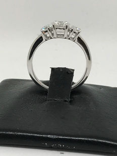 Trilogy ring in gold with diamonds for 1.19 ct - ring size 16