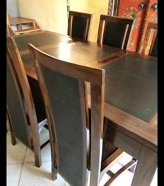 Dining table and 6 chairs in exotic wood, of recent fabrication